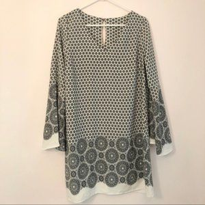 NWOT Yetts Black and White Wide Sleeve Dress Sz L